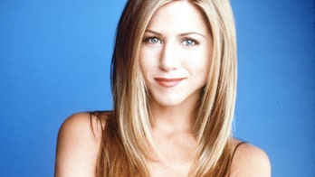 Jennifer Aniston's latest 'Friends' throwback shows behind-the-scenes look at sitcom