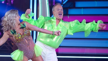 Sean Spicer auctioning his 'Dancing with the Stars' shirt to benefit injured veterans