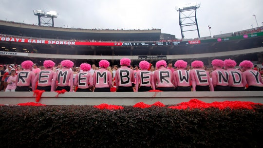 Opposing Georgia fans honor wife of coach who died of breast cancer with 'pink out'