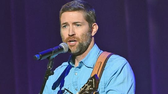 Josh Turner suffers 'devastating loss' after tour bus carrying road crew crashes, killing one, injuring seven