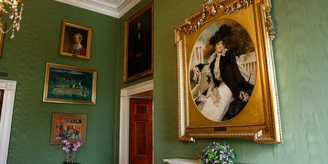 This shows a portrait of former first lady Edith Roosevelt, right, wife of President Theodore Roosevelt, in the Green Room.