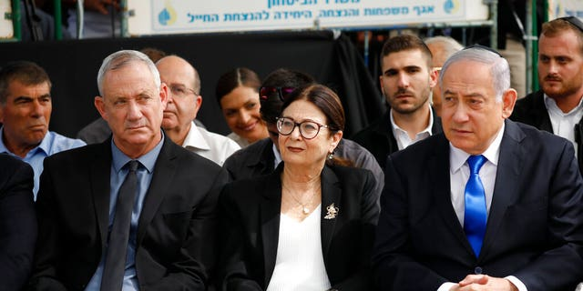 Gantz leads, but Netanyahu gains seat in final result of Israeli vote