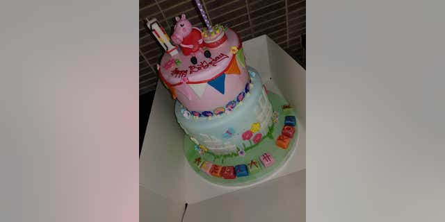 "Leah O'Brien and her sister arrived at the bakery to learn that her niece's ""Peppa Pig""-themed cake was already paid for."