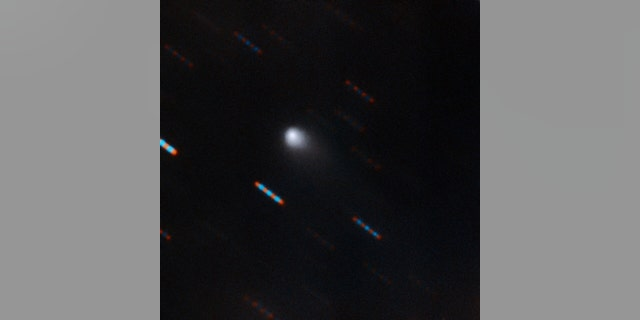 The first comet of its kind beyond our solar system, according to images from the Gemini Observatory. The image of the newly discovered object, called 2I / Borisov, was obtained on the night of September 9 with the help of a Hawaiian Mauna Kea Gemini Gemini Multiple Object Spectrograph. (Credit: IAU)