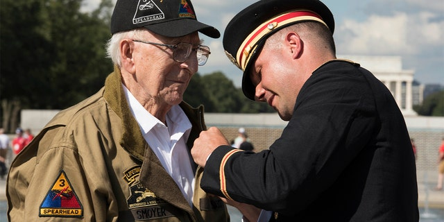 World War II 'Hero of Cologne,' 95, receives Bronze Star for destroying Nazi tank in firefight
