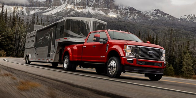 Ford Super Duty Can Tow 37000 Pounds