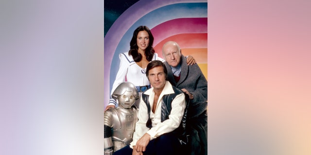 Felix Silla as Twiki, Erin Gray as Wilma Deering, Gil Gerard as Buck Rogers, and Wilfrid Hyde-White as Dr. Goodfellow