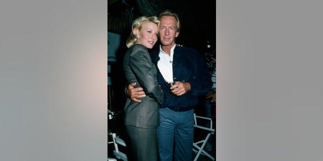 Actors Linda Kozlowski and Paul Hogan