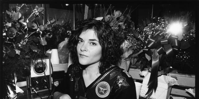 ​​​​​​​Roseanne Cash, daughter of Johnny Cash and his first wife Vivian Liberto, is seen backstage at the Bottom Line in New York City, Nov. 25, 1987. (Getty Images)