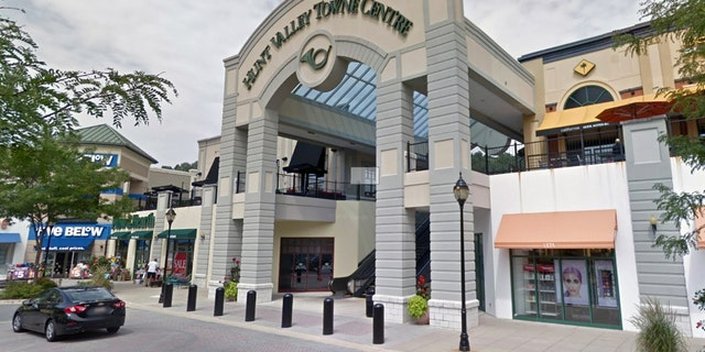 Westlake Legal Group HuntVallyTowneCenterMD Stabbing spree at Maryland shopping mall injures 5, police kill suspect Morgan Phillips fox-news/us/us-regions/northeast/maryland fox-news/us/crime/police-and-law-enforcement fox news fnc/us fnc article 6dbd404f-e57b-50f6-937d-815957d46bf8