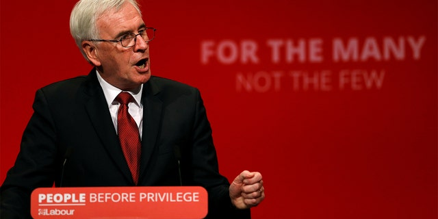 Labour backs abolishing private schools in conference vote