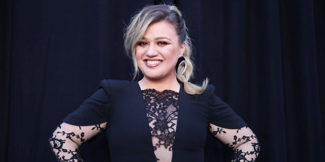 Kelly Clarkson at the 2019 ACM Awards.