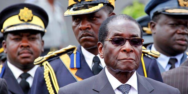 FILE - Former Zimbabwe President Robert Mugabe (AP Photo/Tsvangirayi Mukwazhi, 파일)