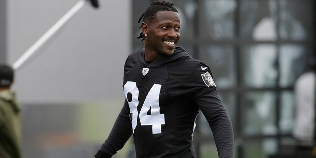 Adam Schefter believes Antonio Brown will practice this week with Patriots