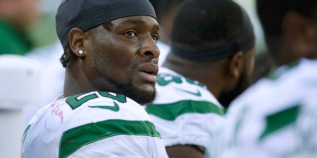 Le'Veon Bell is leading the rushing attack for the Jets. (AP Photo/Steven Senne)