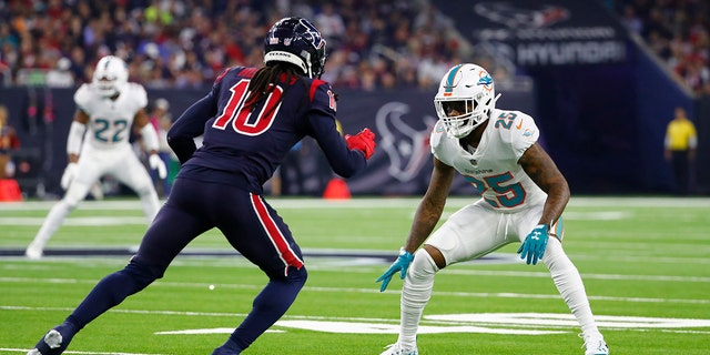 Miami Dolphins defensive back Xavien Howard (25) looks to defend against Houston Texans' DeAndre Hopkins during a 2018 NFL football game in Houston. (AP Photo/Matt Patterson, File)