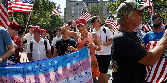 Westlake Legal Group Straight-Pride-1 Boston 'Straight Pride' parade clashes with protesters, ends with dozens of arrests; police injured: report Gerren Keith Gaynor fox-news/us/us-regions/northeast/massachusetts fox news fnc/us fnc article 9b51979b-74fc-5696-9371-d720a75e8521