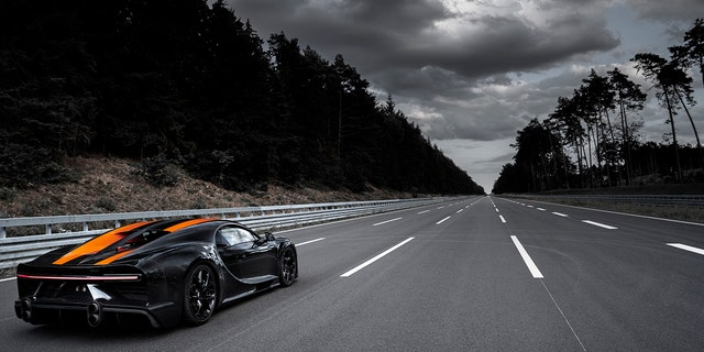 Bugatti Chiron breaks the 300 MPH barrier (Video)