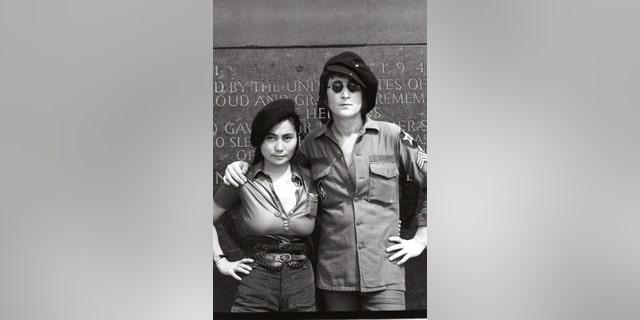 Yoko Ono (L) and John Lennon