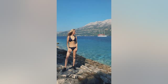 Westlake Legal Group ellie-goulding-bikini Ellie Goulding shows off her six pack while on honeymoon The Sun fox-news/entertainment/style fox-news/entertainment/celebrity-news fnc/entertainment fnc article a473419e-bdee-56de-a062-72d3b010f7cb