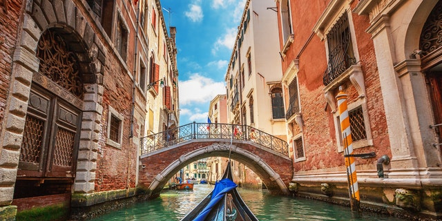 Once the family got out of the boat, the unidentified man began threatening the gondolier before eventually headbutting him several times and then punching him in the chin in front of onlookers.