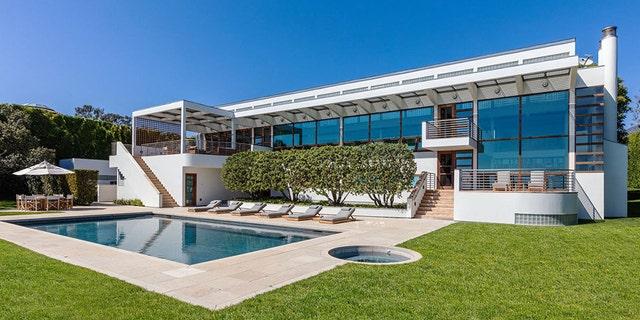 Westlake Legal Group jan-koum-home-1-WEA-Homes Silicon Valley bigwig buys $100M Malibu mansion fox-news/tech/companies/facebook fox news fnc/tech fnc Chris Ciaccia article 57e848dd-8620-5591-a5f6-44505dc7b370 /FOX NEWS/LIFESTYLE/REAL ESTATE