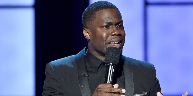Comedian Kevin Hart reportedly was hurt in a car crash in the Malibu Hills area of California early Sunday.