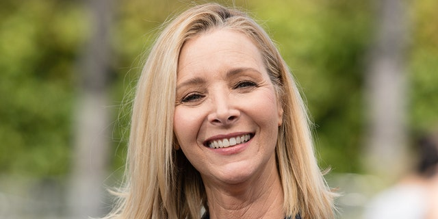 "Lisa Kudrow visits ""Extra"" at Universal Studios Hollywood on April 09, 2019 in Universal City, California. (Getty)"