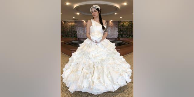 Westlake Legal Group wedding-dress-hinz-2-e1569872361412 TLC's 'Toilet Paper Wedding Dress Challenge' host Paige Davis, contestant Lindsay Hinz talk TP: 'Bizarre' fox-news/style-and-beauty fox news fnc/lifestyle fnc article Alexandra Deabler 3fae3cc2-2d38-5d07-a63b-29d2788fddd7