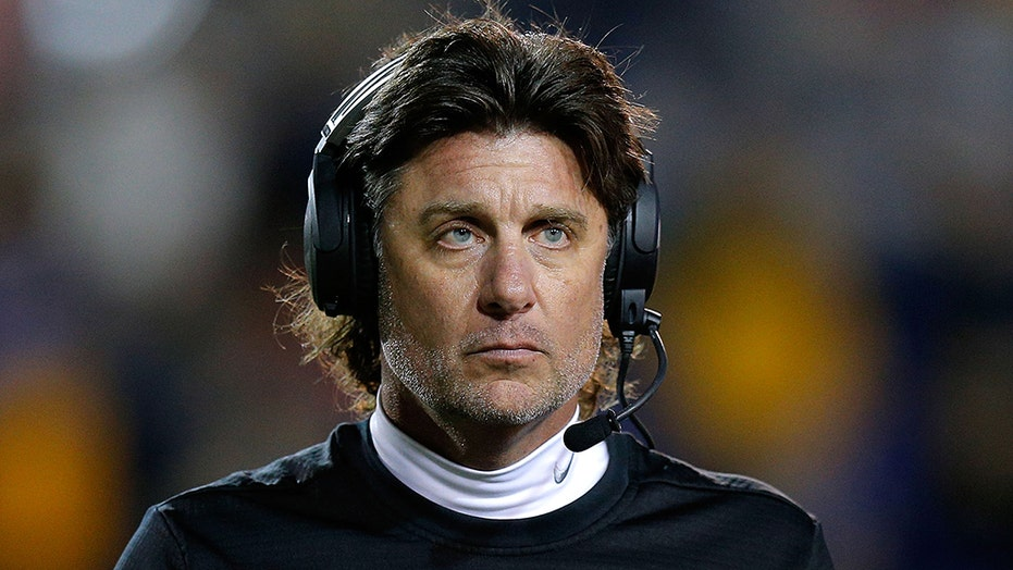 Oklahoma State S Mike Gundy Lashes Out At Reporter Over T