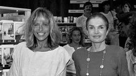 Carly Simon recalls saying goodbye to Jackie Kennedy Onassis on her deathbed: 'It was surreal'