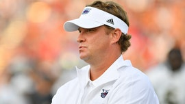 Florida Atlantic's Lane Kiffin fined $5,000 over referee meme, laments lack of 'freedom to tweet'