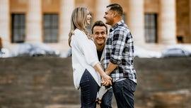 Jason Segel photobombs couple's engagement photo at Philadelphia's art museum