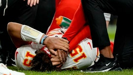 Patrick Mahomes to miss at least 3 weeks after suffering knee injury: reports