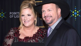 Garth Brooks, Trisha Yearwood delight fans with coronavirus concert at home studio: 'The comfort I needed'