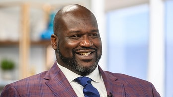 Shaq loses bet to Dwyane Wade, forced to reveal natural hairline: 'Let's just get it out of the way, America'