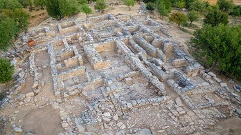 Ancient Greek throne room may have been discovered in giant palace