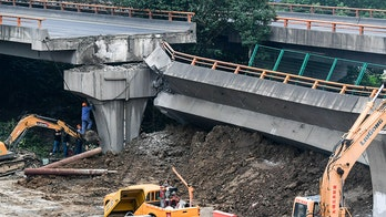 China overpass collapse crushes vehicles, killing 3