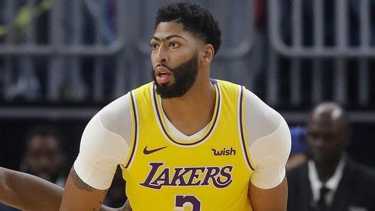 Lakers' Anthony Davis grateful thumb injury isn't serious