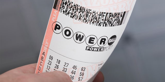 Customer tips bartender Powerball ticket that turns into $50,000 winner
