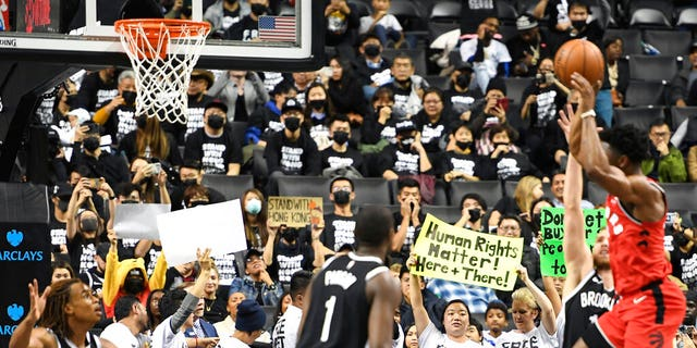 Westlake Legal Group AP19292067634840 Brooklyn Nets fans target LeBron James, support Hong Kong in Barclays Center protest fox-news/world/world-regions/hong-kong fox-news/world/world-regions/china fox-news/world/world-regions/asia fox-news/sports/nba/brooklyn-nets fox-news/sports/nba fox-news/person/lebron-james fnc/sports fnc Associated Press article 6cdd54b6-0dca-55e9-97a6-2441e2a5a320
