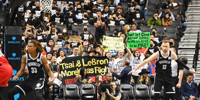 Westlake Legal Group AP19292067724239 Brooklyn Nets fans target LeBron James, support Hong Kong in Barclays Center protest fox-news/world/world-regions/hong-kong fox-news/world/world-regions/china fox-news/world/world-regions/asia fox-news/sports/nba/brooklyn-nets fox-news/sports/nba fox-news/person/lebron-james fnc/sports fnc Associated Press article 6cdd54b6-0dca-55e9-97a6-2441e2a5a320