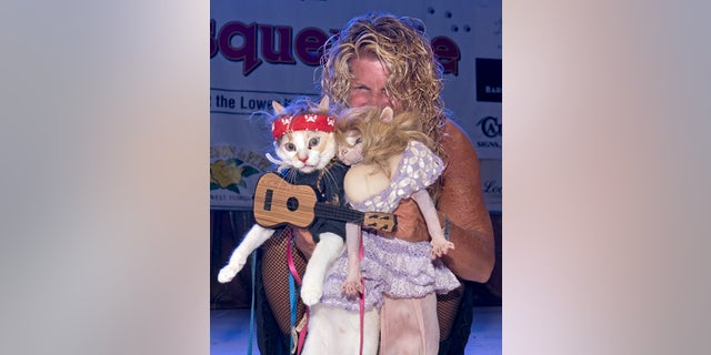 Westlake Legal Group AP19297482631829 Cats win Halloween costume contest dressed as Dolly Parton, Willie Nelson fox-news/lifestyle/pets fox-news/lifestyle fnc/lifestyle fnc Associated Press article 0ac5e9b6-03d4-5b30-824f-fc2fcafa8fc3 /FOX NEWS/LIFESTYLE/OCCASIONS/Holiday