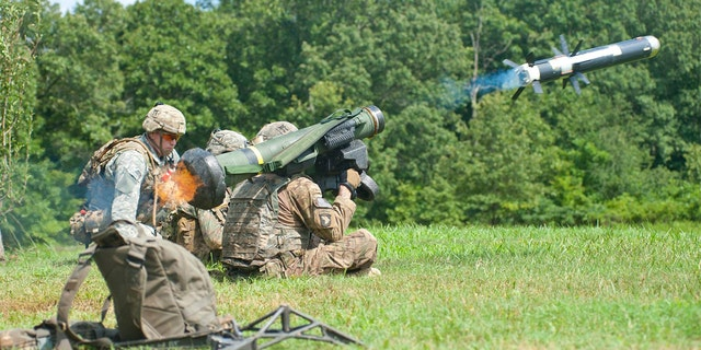 U.S. Army Soldiers fire a Javelin Antitank Missile system during a large-scale platoon live-fire exercise at Fort Campbell, Ky., July 29, 2016. (U.S. Army)