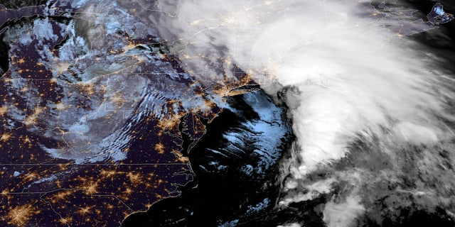 Westlake Legal Group BombCyclone1 'Bomb Cyclone' slams Northeast with heavy rain, winds as hundreds of thousands without power Travis Fedschun fox-news/weather fox-news/us/us-regions/northeast fox-news/us/disasters fox news fnc/us fnc article 74ccc334-b63a-5039-bc54-34bdef4fa1bf