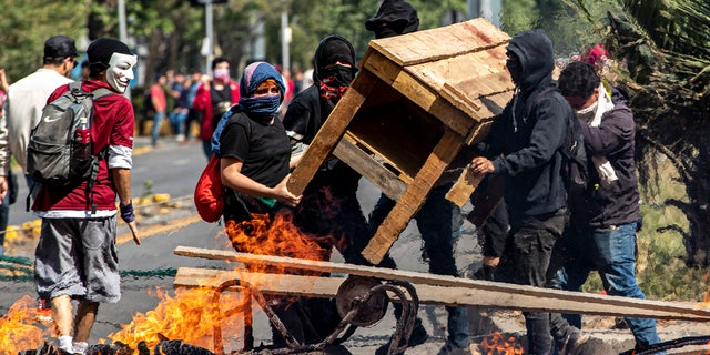 Westlake Legal Group Chila2 Chile riots leave 3 dead in supermarket fire as curfew declared, president reverses subway fare hikes Travis Fedschun fox-news/world/world-regions/latin-america fox-news/world/world-regions/americas fox-news/world/conflicts fox news fnc/world fnc c7a110ec-0b9b-59e3-817d-b8a476f737d1 article