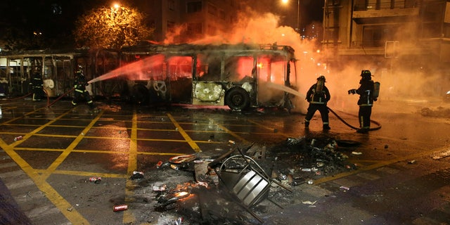 Westlake Legal Group Chila4 Chile riots leave 3 dead in supermarket fire as curfew declared, president reverses subway fare hikes Travis Fedschun fox-news/world/world-regions/latin-america fox-news/world/world-regions/americas fox-news/world/conflicts fox news fnc/world fnc c7a110ec-0b9b-59e3-817d-b8a476f737d1 article