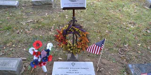 A headstone for World War I veteranLeonard Inman was placed on his Indiana gravesite Saturday, nearly a half-century after he died.