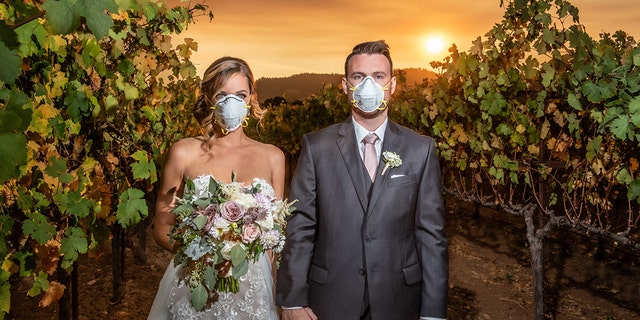 An Illinois couple got married in Northern California's famous Sonoma County on Saturday as amassive wildfire raged nearby, posing for a dramatic wedding photo as they wore masks, the photographer told Fox News.