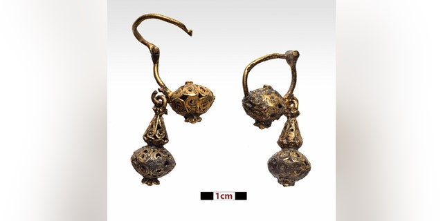 A pair of gold earrings recovered from the wreck site. (photo by P. Vezyrtzis)